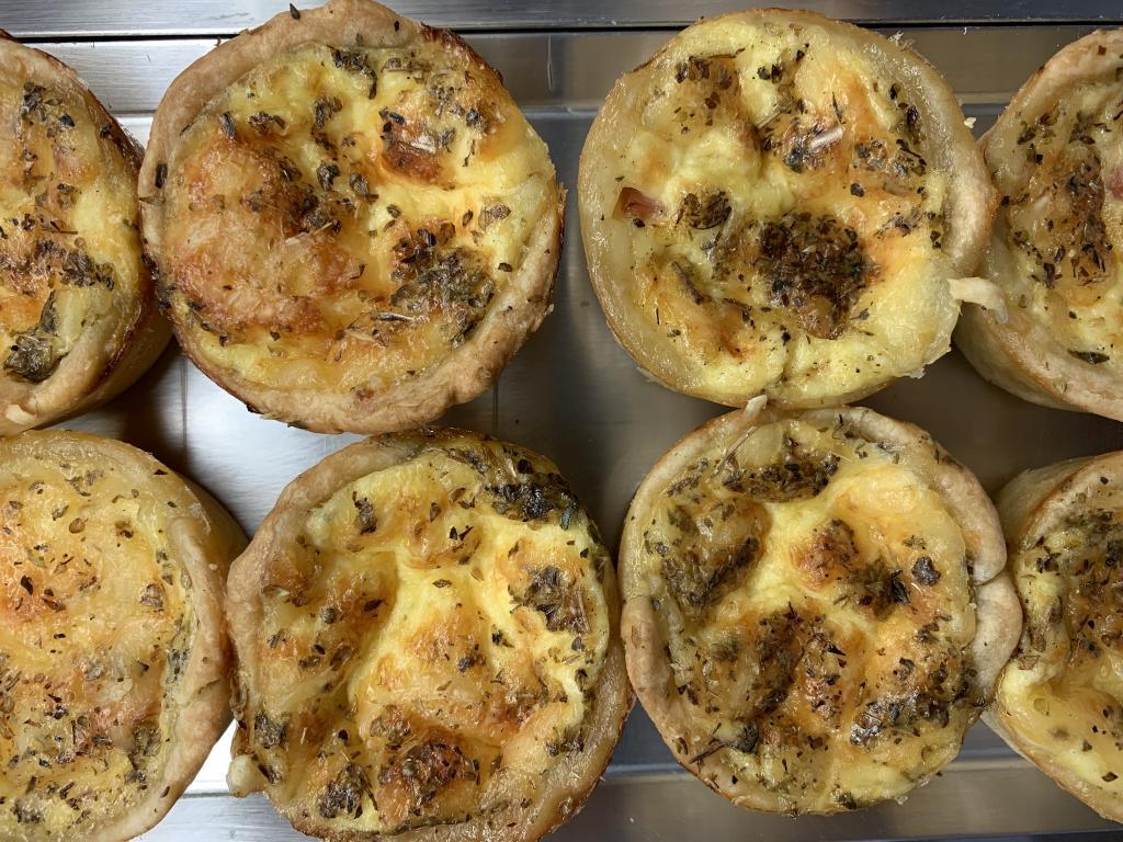 Quiche de jamón y queso mini · Horno de Pan y pastelería Ca Sa Camena (Casa fundada en el año 1912)