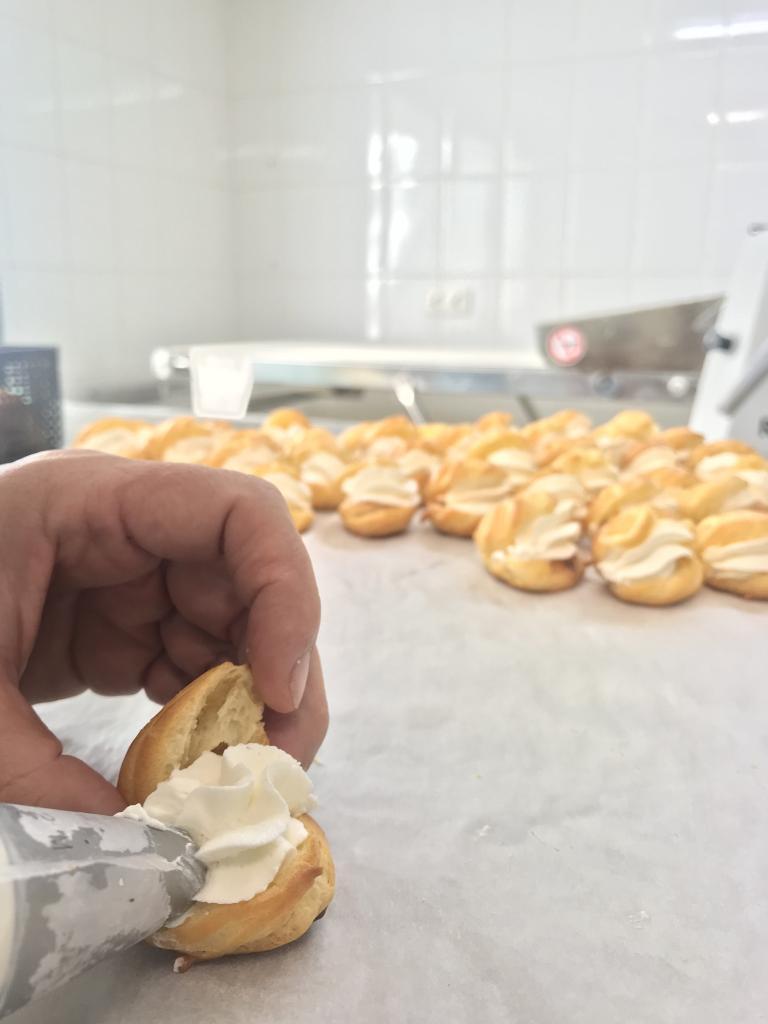 Buñuelos de nata · Horno de Pan y pastelería Ca Sa Camena (Casa fundada en el año 1912)