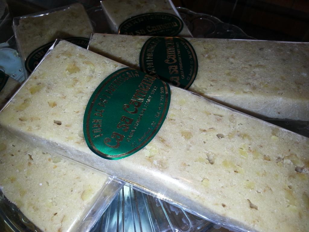 Turrón nata nueces · Horno de Pan y pastelería Ca Sa Camena (Casa fundada en el año 1912)