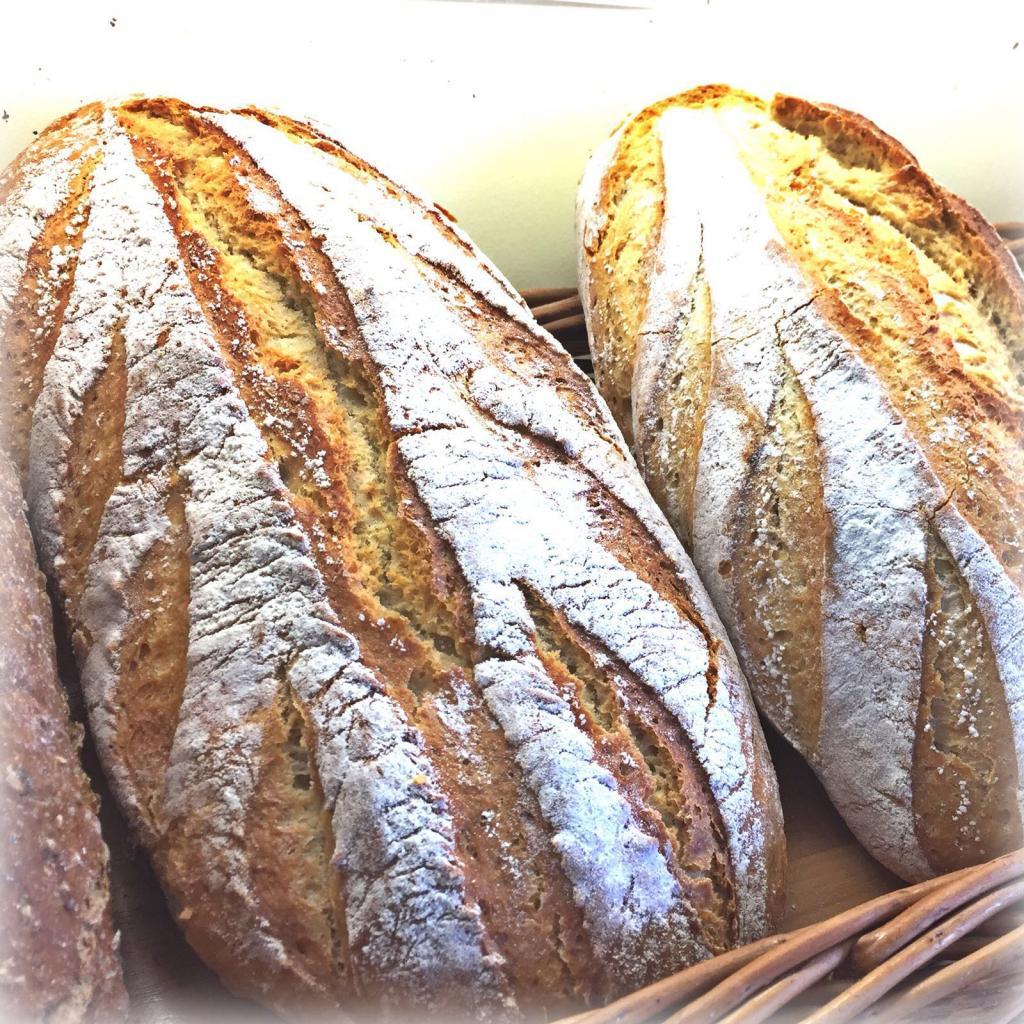 Pan de Espelta · Horno de Pan y pastelería Ca Sa Camena (Casa fundada en el año 1912)
