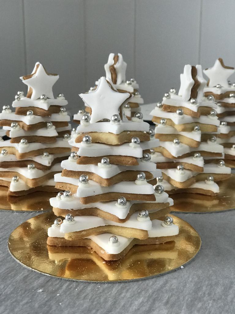 Abetos de Navidad · Horno de Pan y pastelería Ca Sa Camena (Casa fundada en el año 1912)